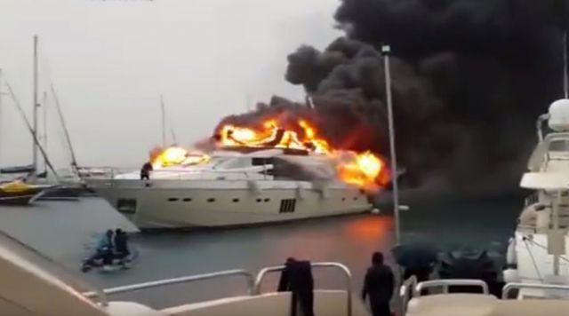 ilustrasi kapal terbakar (foto: rt.com)