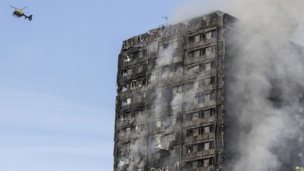 Grenfell Tower terbakar (foto: BBC)