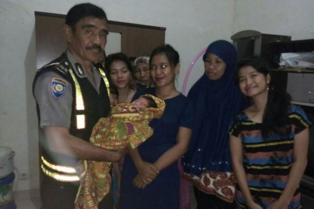 Bayi terbungkus jilbab ditemukan di Danau Mawang Gowa (KOMPAS.com/Abdul Haq)