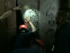 Proses evakuasi korban lift jatuh