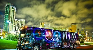 ilustrasi bus dugem (foto: calipartybus)
