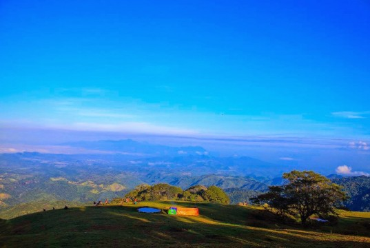 Gunung Pundu Nence (foto: http://garagaratraveler.blogspot.co.id)