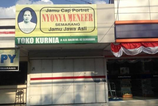 Papan nama jamu Nyonya Meneer di Semarang