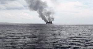 KM Dharma Kencana II Terbakar (foto: Kompas)