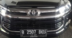 Mobil pribadi Anies Baswedan bernomor polisi B2507 BKU sudah tidak dipasangi lampu strobo pada Jumat (20/10) pagi (foto: Kompas)