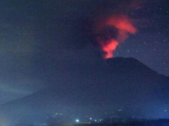 Gunung Agung Meletus (foto: AP)