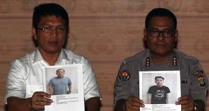 Polisi Menunjukkan Foto Tersangka Kasus Tragedi Kosambi (foto: Antara)