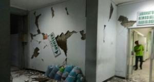 RSUD Banyumas Rusak Akibat Gempa (foto: Kompas)