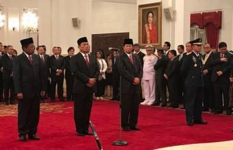 Presiden mengangkat pejabat negara dalam reshuffle kabinet ketiga (foto: Kompas)