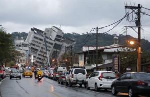 Dampak Gempa Taiwan (foto: Rex/Mirror)