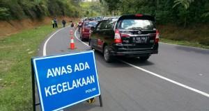 Kecelakaan bus pariwisata di Tanjakan Emen (foto: Kompas)