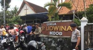 Serangan teror terjadi di Gereja Santa Lidwina Sleman (foto: CNN Indonesia)