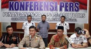 Konferensi Pers Penanganan Kasus Abu Tours (foto: Jawapos)
