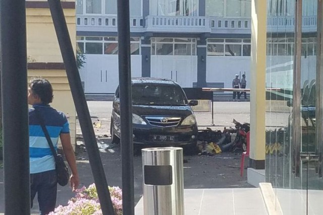 Ledakan Bom di Mapolrestabes Surabaya (foto: Kompas)