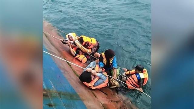 KMP Lestari Maju Mengalami Kecelakaan di Perairan Selayar (foto: Antara)