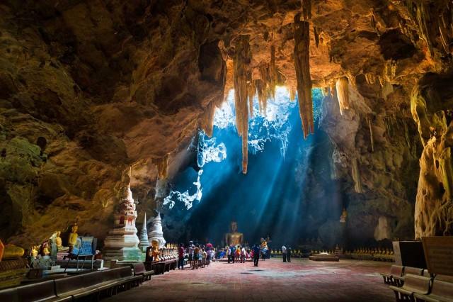 Kompleks Gua Tham Khao Luang (foto: tanyourmind.com)