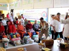 Wali Kota Medan berikan semangat dan bantuan kepada warga bencana puting beliung (foto: Tribun)