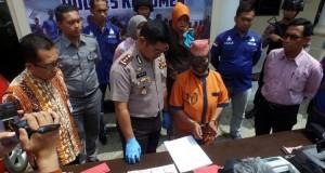 Janda Jual Boneka Isi Uang Palsu Ditangkap Polres Kebumen (foto: Kompas)