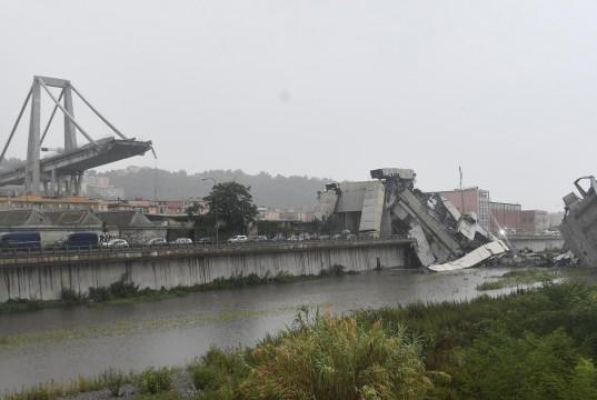 Jembatan di Genoa Italia Ambruk (foto: AP)