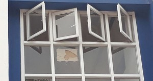 Kaca Jendela SMK PA Pecah (foto: Kompas)