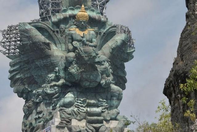 Patung Garuda Wisnu Kencana (foto: Kompas)