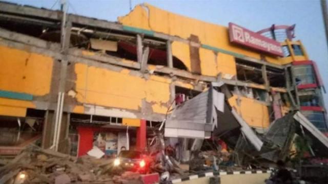 Gempa Donggala dan sekitarnya rusak pertokoan (foto: BNPB)
