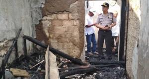 Kediaman Junaedi yang dilalap api (foto: Berita Satu)