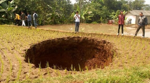 Lubang Sukabumi (foto: ANTARA)
