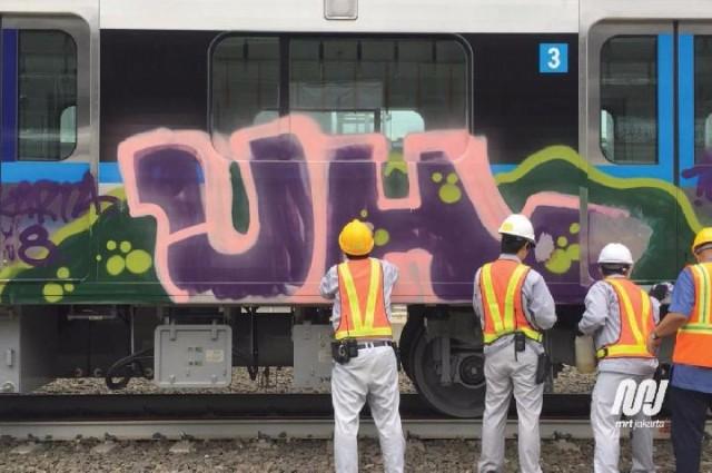 Vandalisme di kereta MRT (foto MRT Jakarta)