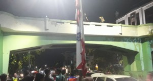 Olah TKP Insiden Surabaya Membara (foto : Kompas)