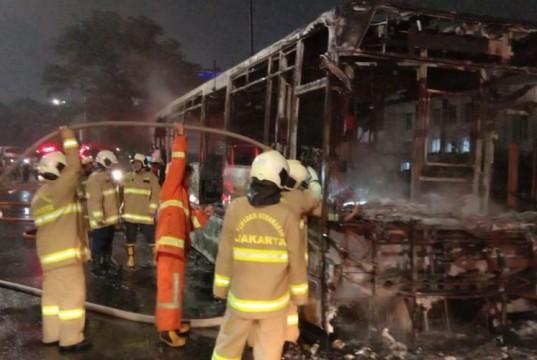Bus TransJakarta Terbakar (foto: Kompas)