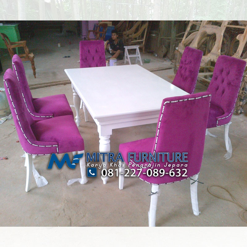meja makan set minimalis jok pink muda